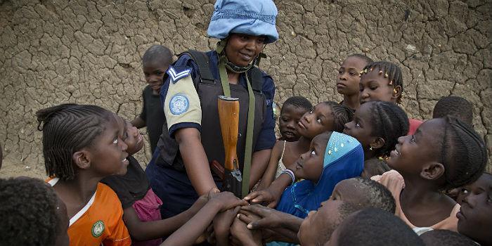 Humanitaarinen huippukokous lupasi tukea naisille kriisitilanteissa