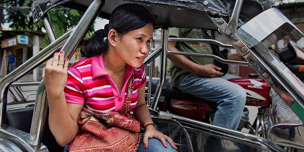 Nuorten kehittämät sovellukset lisäävät naisten turvallisuutta Filippiineillä