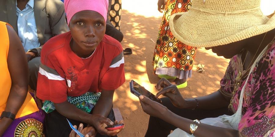 Mobiiliteknologia avaa uusia mahdollisuuksia Ruandan naisviljelijöille