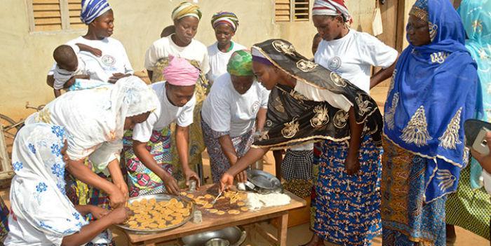 Yhteistyö saa naisten bisnekset kukoistamaan Beninissä