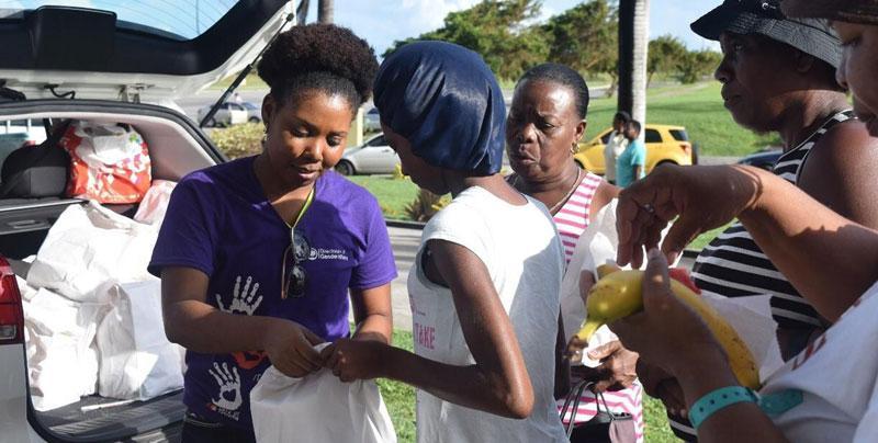 Apu saavuttaa naiset ja tytöt hurrikaani Irman tuhoalueella