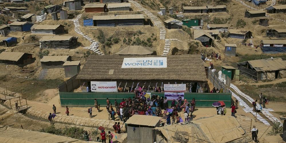 Astu sisään pakolaisleirin naistenkeskukseen Bangladeshissa